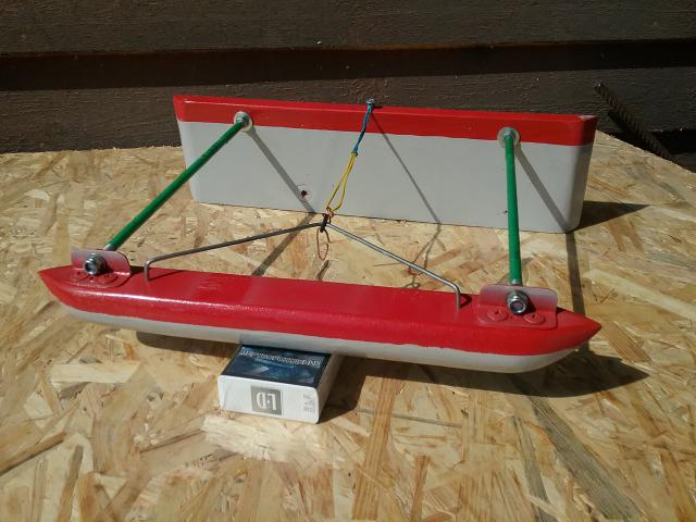 Водяной кораблик для рыбалки