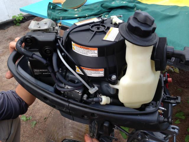 как поменять масло в лодочном моторе сузуки 2 5